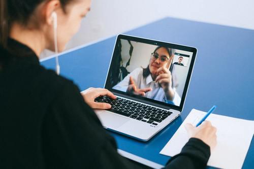 Få tidningens personal att blomstra med digitala utbildningar